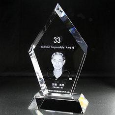表彰・記念品に最適な表彰用2Dクリスタルトロフィーです。|表彰・記念品に最適な表彰用2Dクリスタルトロフィーです。|703|クリスタル盾|記念品.com