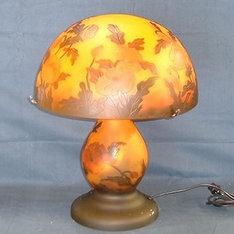 開店祝いの贈り物などに・・|赤と橙のコントラストが調和したランプで、緑の外被せもマッチした安定感のある中型ランプです。|FD-058|ガレ調ランプ・キセグラス|記念品.com