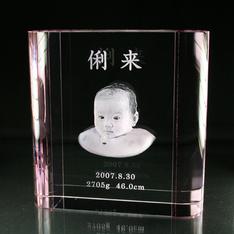 ギフト・記念品に最適な写真加工が出来るクリスタルです!|出産祝いなどのギフト・記念品に最適な3Dクリスタルです!|サイドカラーピンク|クリスタル盾|記念品.com