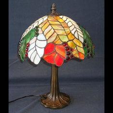 |シダの季節のうつろいの中に赤いナギットが美しく、古風でありながら現代的な趣を持つ作品です。 |TY12-183|ティファニー調|記念品.com