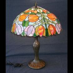 |大型のランプでチューリップの花に使用 しているガラスのバリエーションが、 消灯時はランプの奥深さを 点灯時には特に光のコラボレーションが 美しさいランプです。|TY17-0041|ティファニー調|記念品.com