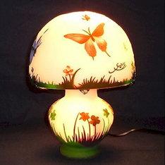 開店祝いの贈り物などに・・|2層目に赤・青・紫・茶・緑を同時に被せる事で蝶々の奥深い自然の色が良く表現されているコンパクトなランプです。|WDG-0701|ガレ調ランプ・キセグラス|記念品.com