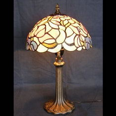 |お手頃な中型ランプで、落ち着いたピンクの花と薄い緑の花の色合いがフィット感の有る素敵な雰囲気を作っています。|XZ10-508|ティファニー調|記念品.com