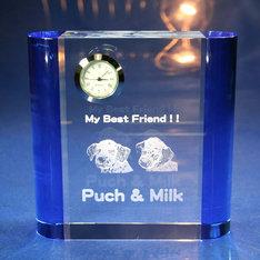 さわやかなブルーカラーガラスのギフト用置時計です。|レーザー加工でガラスの中に写真が入れられる贈り物に最適なクリスタル時計です。|サイドカラーB|クリスタル時計|記念品.com