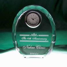 創立記念や竣工記念にも。|永年勤続記念や職場の退職記念にも人気!楕円形状で上品なダイヤカットのクリスタル時計です。|DT-4レーザー|クリスタル時計|記念品.com
