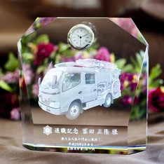 消防車・消防章を入れた時計。|予想以上の仕上がりと完成時期に大変満足しております。|消防退職記念品|弊社納品実績とお客様の声|記念品.com